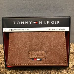 TOMMY HILFIGER leather wallet. NEW